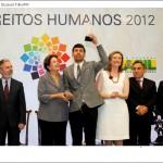 Julio Moreira, presidente do Grupo Arco-Íris, recebendo das mãos da Presidenta Dilma Rousseff o Prêmio Direitos Humanos 2012 - na categoria Garantia de Direitos da População LGBT. Um Prêmio dedicado à memória de tod@s as vítimas de lesbofobia, transfobia e homofobia do país.