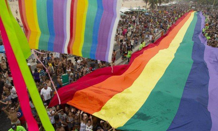 Edição de 2016 da parada LGBT em Copacabana - Leo Martins / Agência O Globo Leia mais: https://oglobo.globo.com/rio/parada-lgbt-de-copacabana-contara-com-programa-de-incentivo-da-prefeitura-do-rio-21646795#ixzz4oX8RrtmC  stest